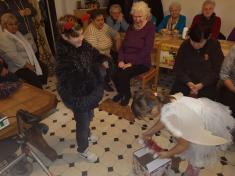 Zpívání v klubu důchodců