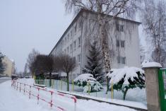 Základní škola v zimním období